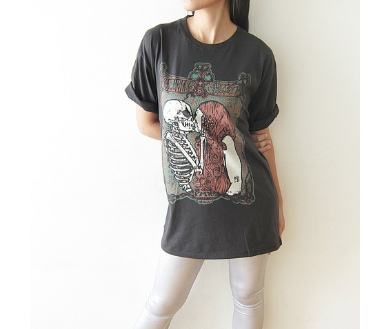 skull_kiss_girl_punk_rock_gothic_t_shirt_size_m_l_tees_3.JPG