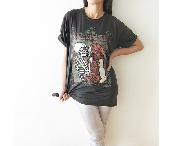 skull_kiss_girl_punk_rock_gothic_t_shirt_size_m_l_tees_2.JPG