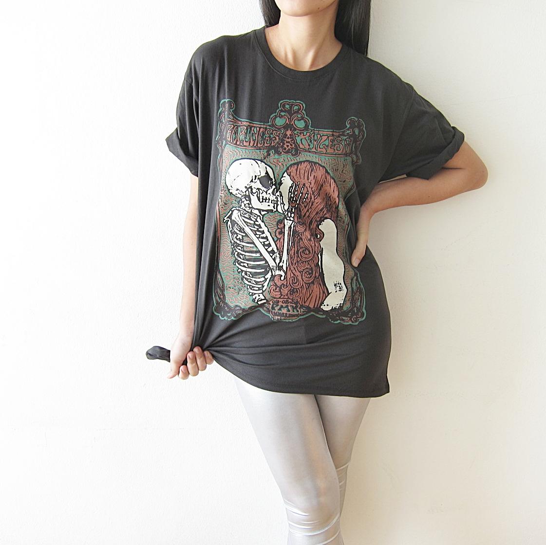 skull_kiss_girl_punk_rock_gothic_t_shirt_size_m_l_tees_2.JPG