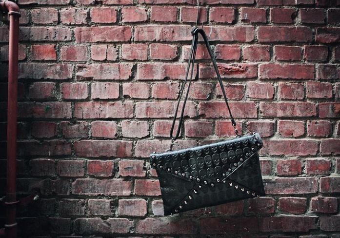 skull_pattern_rivets_slim_shoulder_handbag_purses_and_handbags_6.JPG