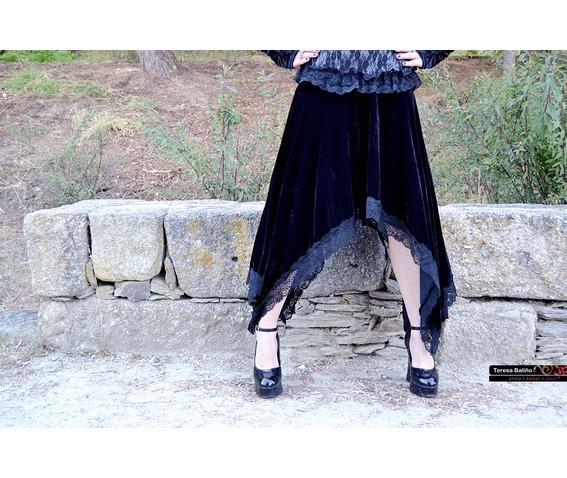 black_velvet_gothic_assimetric_skirt_vampire_skirts_3.JPG
