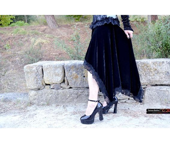 black_velvet_gothic_assimetric_skirt_vampire_skirts_2.JPG