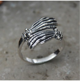 S925 Domineering Skull Hand Ring Claw Ghost Hand Sterling Silver Tail Ring