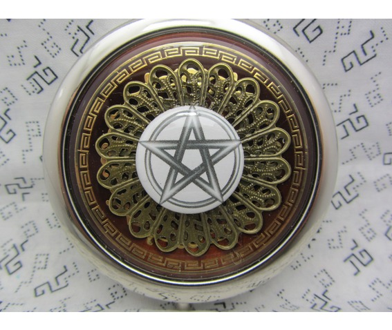compact_mirror_the_pentagram_cosmetics_and_make_up_3.JPG