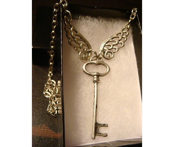 skeleton_key_with_wings_necklace_antique_silver_necklaces_5.JPG