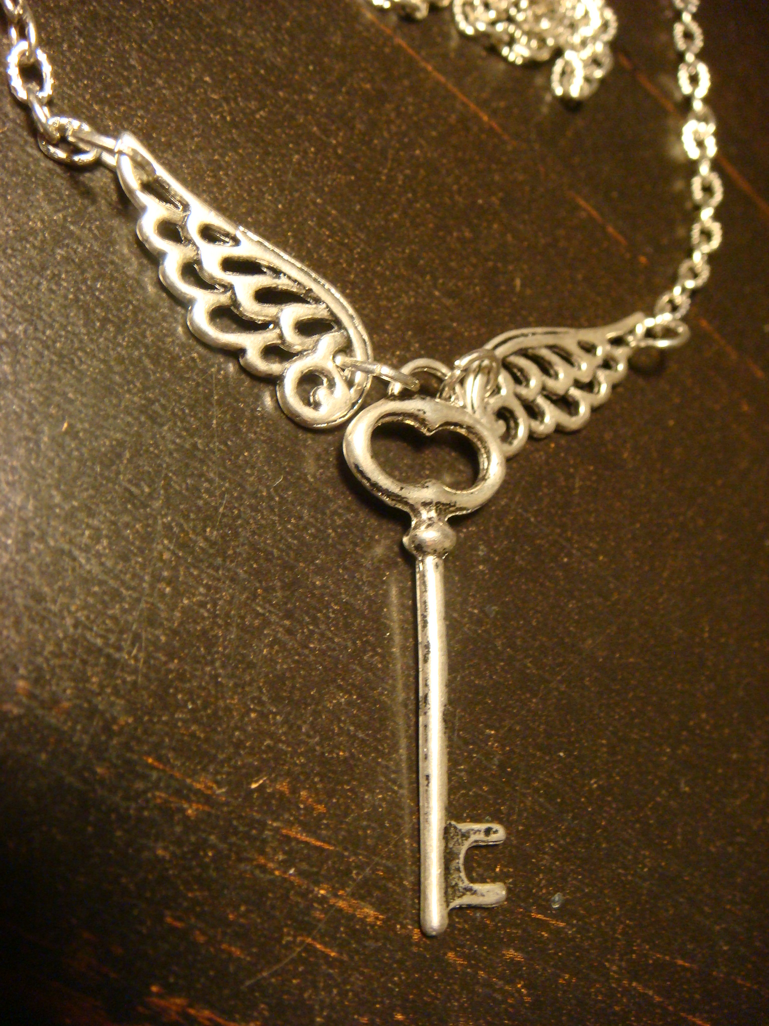 skeleton_key_with_wings_necklace_antique_silver_necklaces_2.JPG