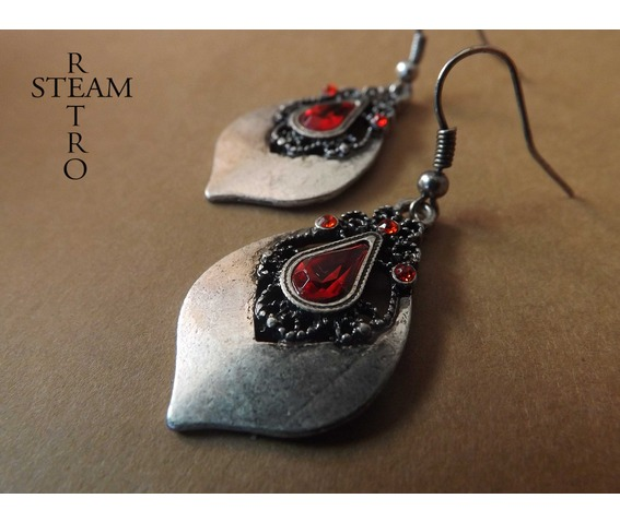tears_princess_teardrop_earrings_gothic_earrings_gothic_jewelry_steamretro_earrings_5.jpg