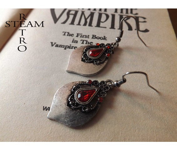 tears_princess_teardrop_earrings_gothic_earrings_gothic_jewelry_steamretro_earrings_4.jpg