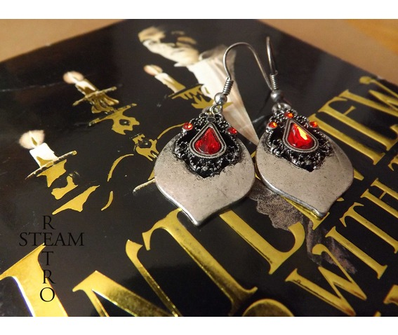 tears_princess_teardrop_earrings_gothic_earrings_gothic_jewelry_steamretro_earrings_3.jpg