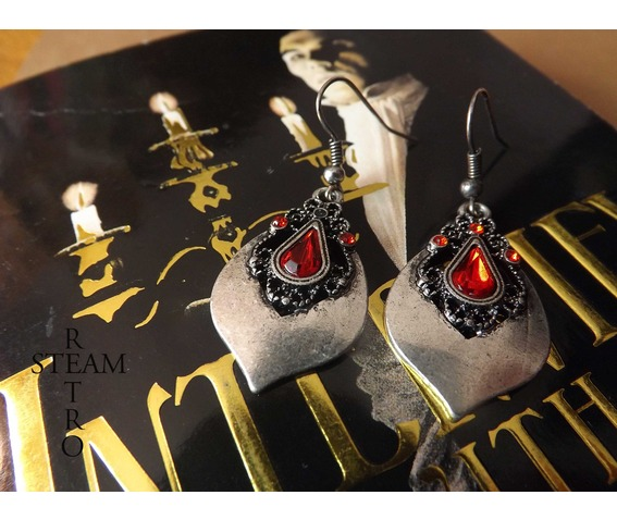 tears_princess_teardrop_earrings_gothic_earrings_gothic_jewelry_steamretro_earrings_2.jpg