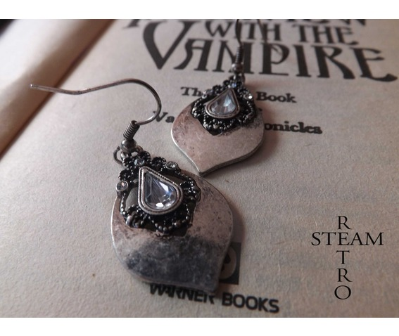 tears_princess_vintage_earrings_gothic_earrings_gothic_jewelry_steamretro_earrings_2.jpg