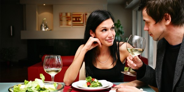 online dating first date dinner How to perfect your first date conversation a first date helps you judge the person you're meeting, and evaluate them as a dating potential over the long term.