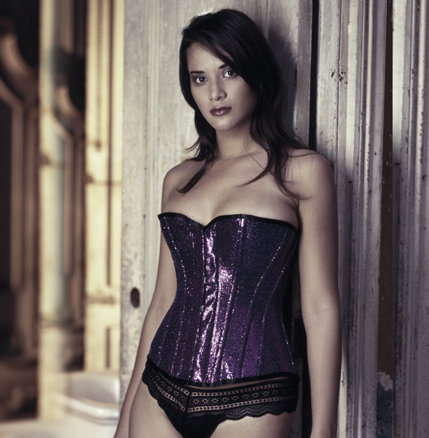 a0b134c1cb1 5 Types Of Corsets   How to Wear Them