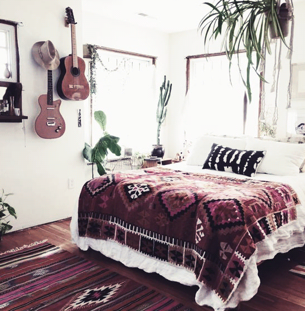 Alternative style is easy to display in a dorm room with a carefully selected rug.