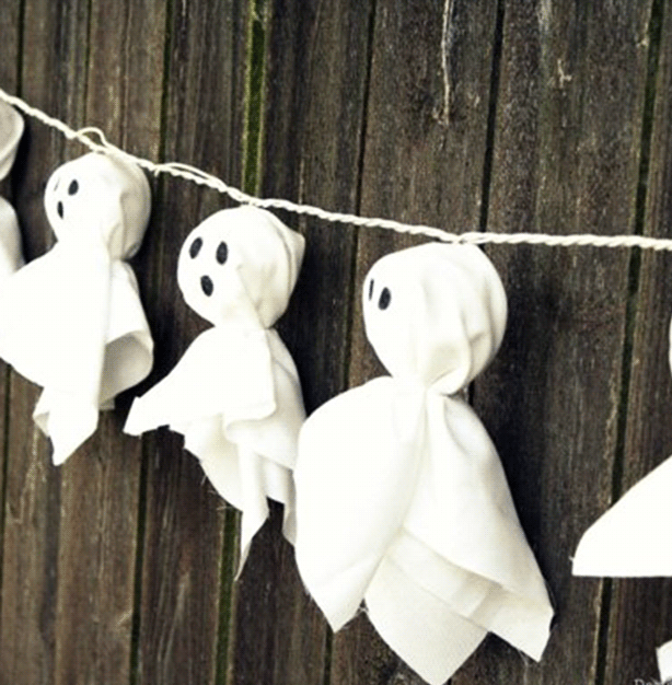 DIY Halloween Decor - Ghost Garland