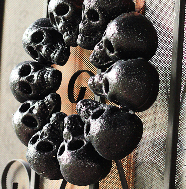 DIY Halloween Decor - Skull Wreath