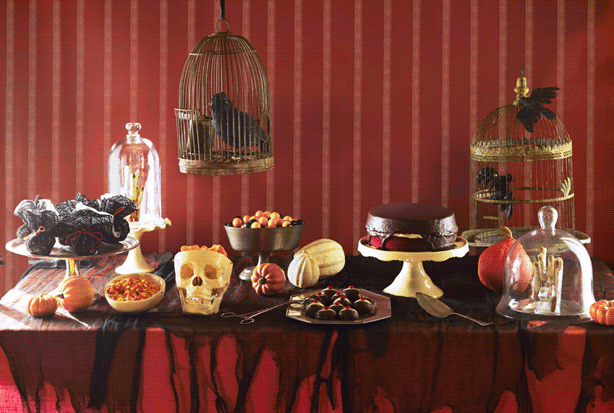 Table decor ideas for the ultimate Halloween party.