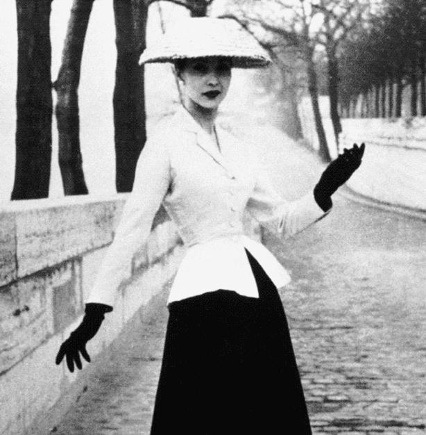 Evolution of Corset Fashion: 1940s Style