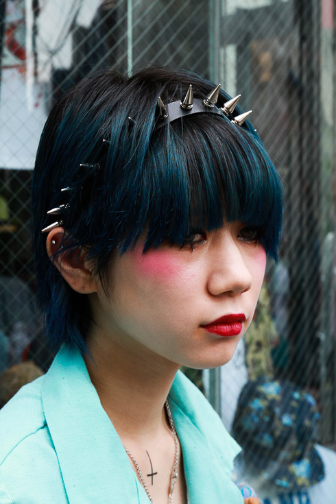 Short hairstyle with edgy punk hair accessories - spiked headband