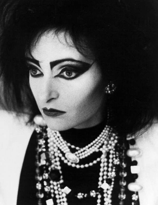 A Visual History of Cat Eye Makeup: Siouxie Sioux with dramatic black eyeliner
