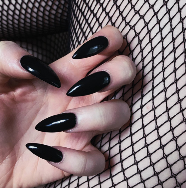 Your Guide to Acrylic Nails: Classic Black Cat Claws