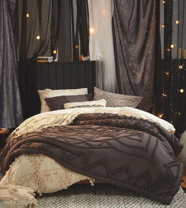 Edgy Home Decor Ideas: Dark curtains and fairy lights