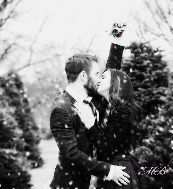 Mistletoe Yuletide Kiss