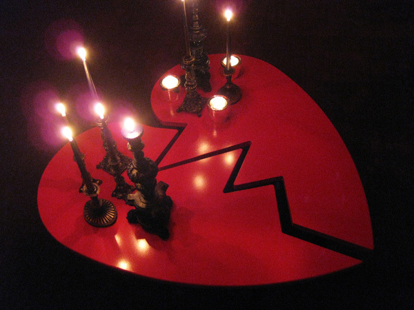 10 Ways To Have A Gothic Valentine's Day: Throw an Anti-Valentines Party