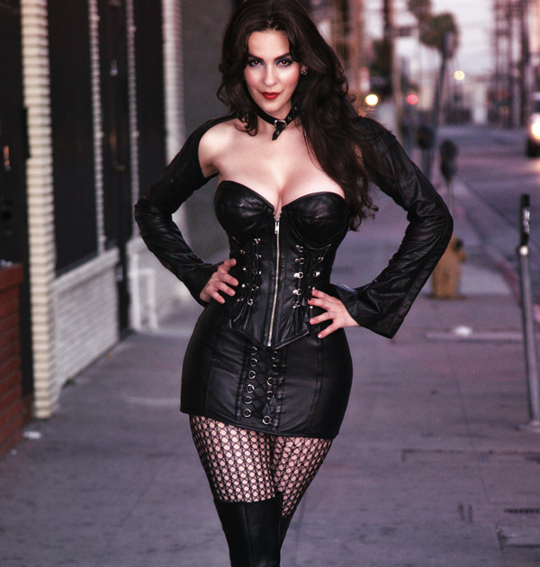 What To Wear to Your First Burlesque Show: Black Leather Corset