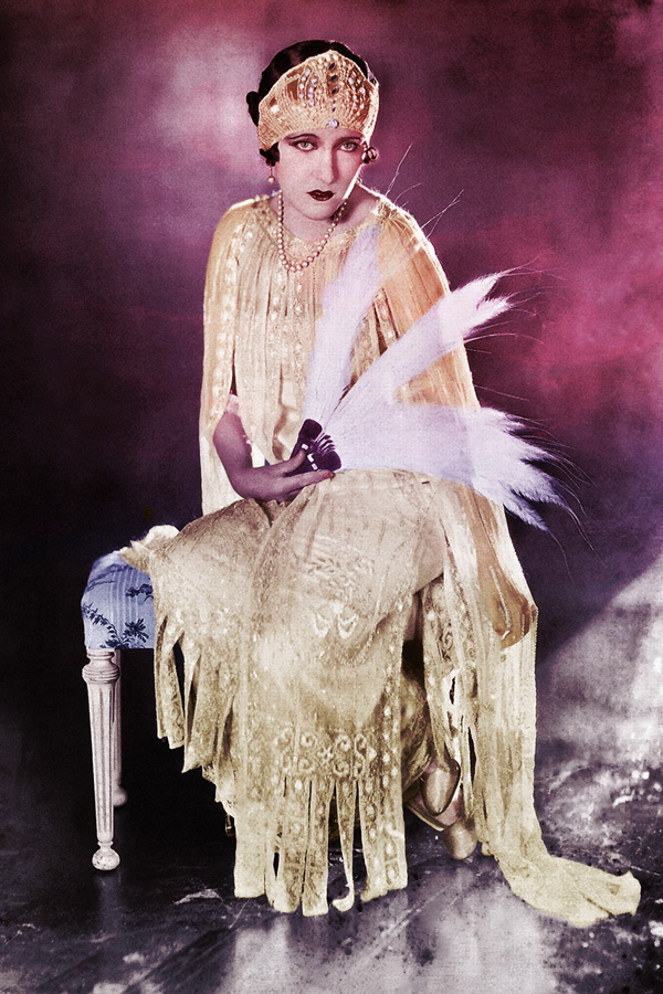 What To Wear to Your First Burlesque Show: Roaring 20s Outfit