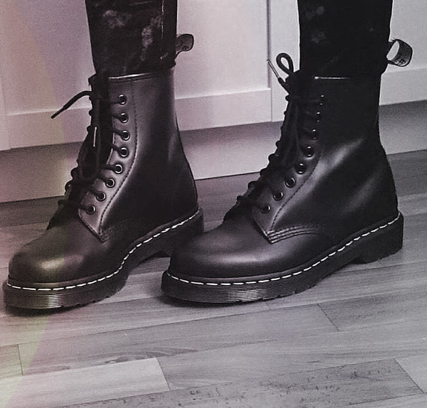 Boots: How to Achieve the 90s Pearl Jam Look in Three Simple Steps